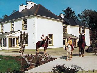 FITZGERALD'S FARMHOUSE & EQUESTRIAN CENTRE