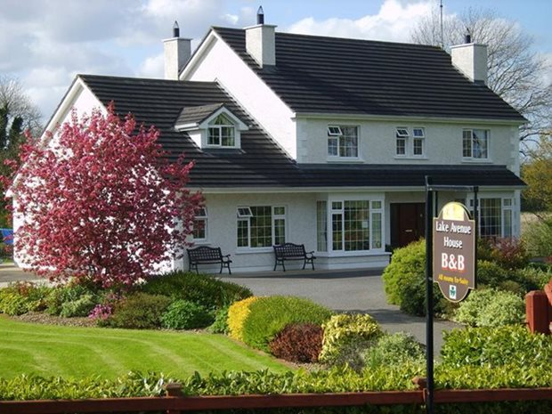 August B&B guest reviews - book Lake Avenue B&B, Cavan